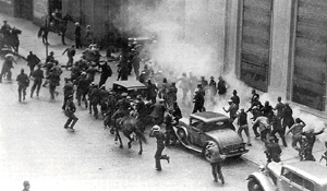 <p>July 5th saw a pitched confrontation between workers on one side and scabs and police on the other.<br /> Photo: San Francisco History Center, San Francisco Public Library</p>