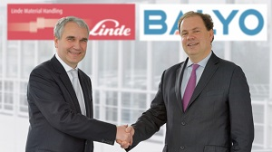 <p>Christophe Lautray, chief sales officer, Linde Material Handling (left), and Fabien Bardinet, CEO of robotics specialist Balyo.</p>