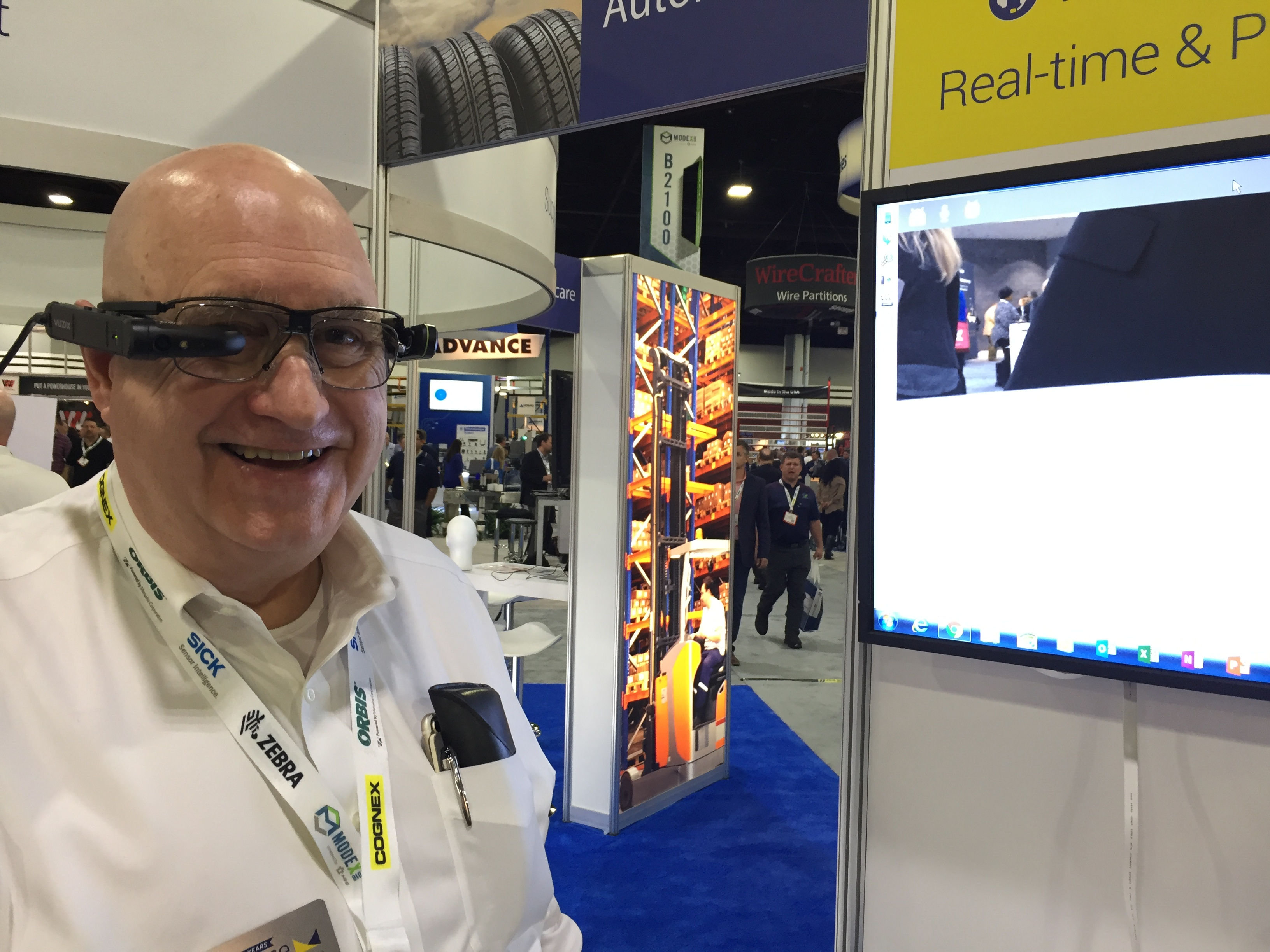 <p>Tim Lindner, senior business consultant, demonstrates the photo- and video-capturing capabilities of Voxware's VMS AR.</p>