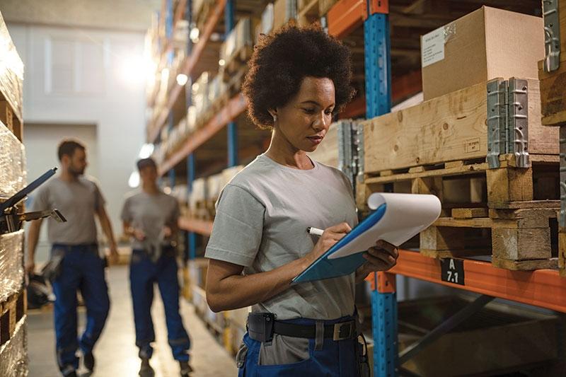 一种新型的传呼机大小的可穿戴设备可以检测不安全的姿势,并给工人提供实时的触觉反馈